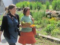 Kobiety zbierające zioła